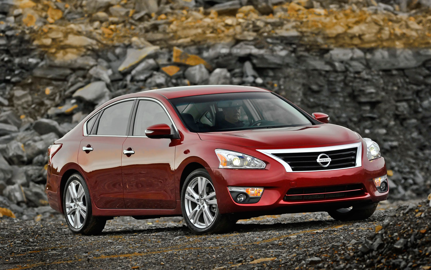 2013 Nissan Altima Right Front Static 21