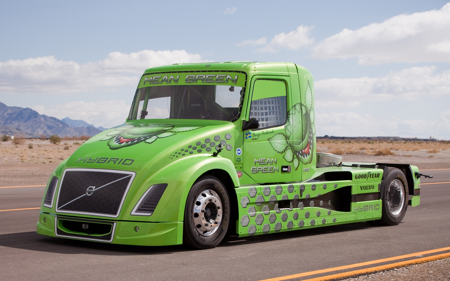 Volvo VN Hybrid Truck Mean Green Front Three Quarter1