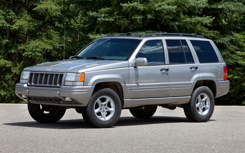 1998 Jeep Grand Cherokee Front Three Quarter1