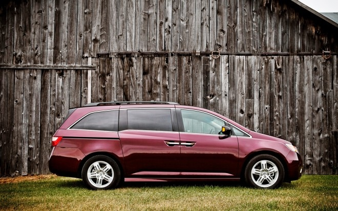 2011 Honda Odyssey Touring Elite Right Side View1 660x413