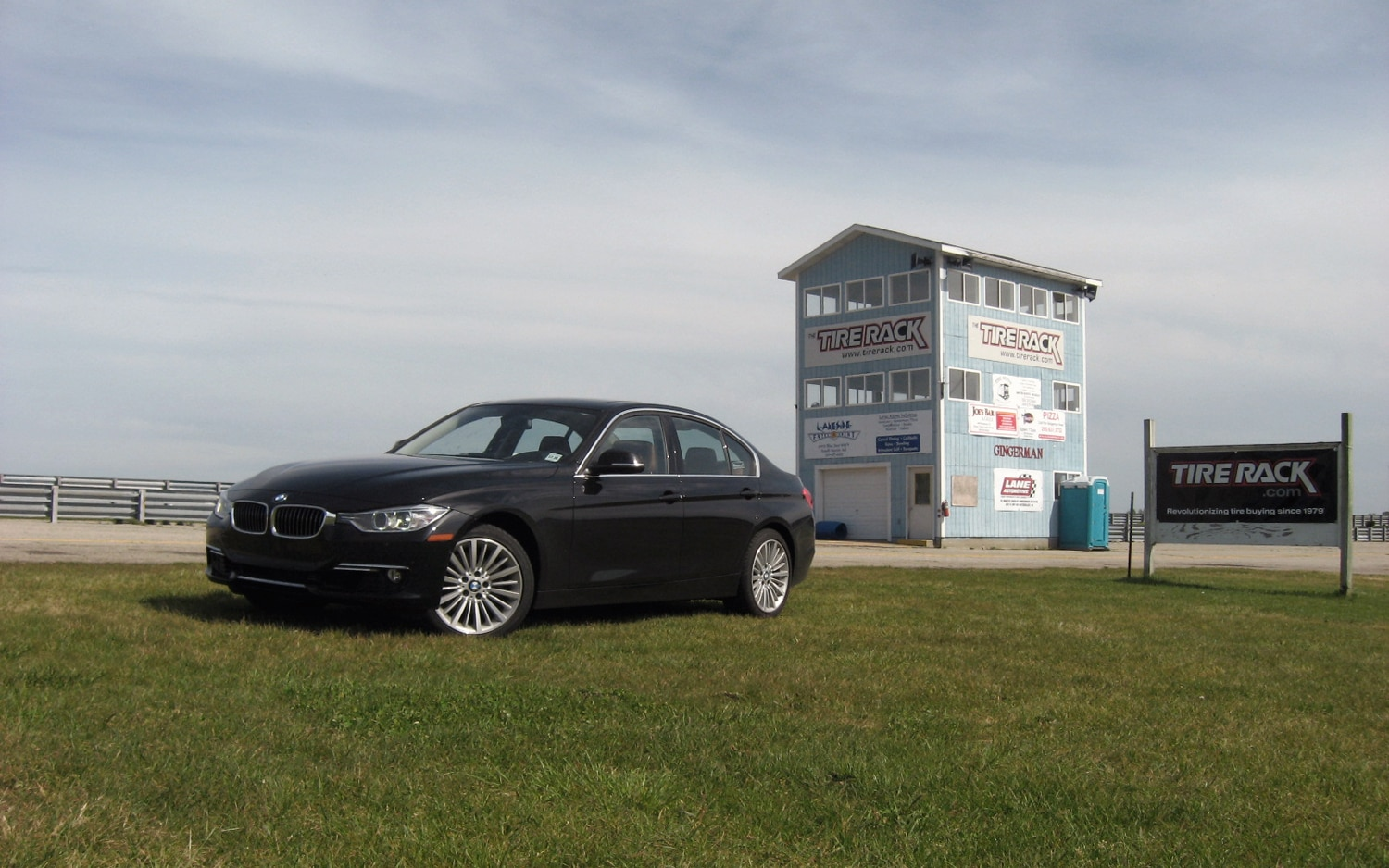 2012 BMW 328i Front Left Side View1