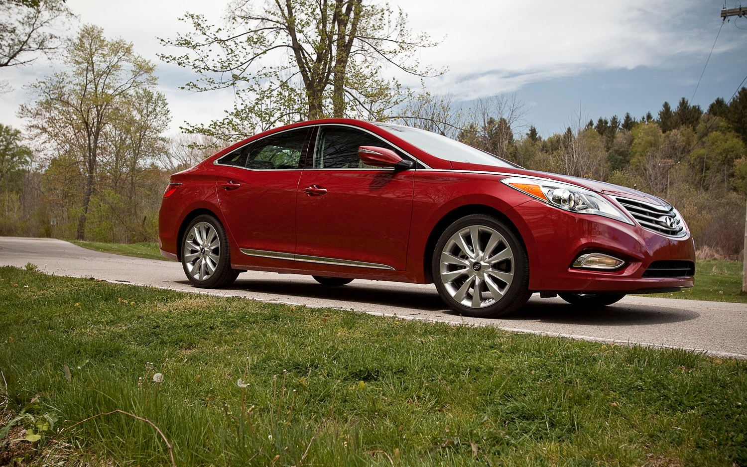 2012 Hyundai Azera Front Right Side View1