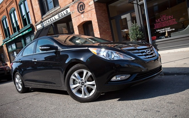 2012 Hyundai Sonata Limited Front Right Side View1 660x413