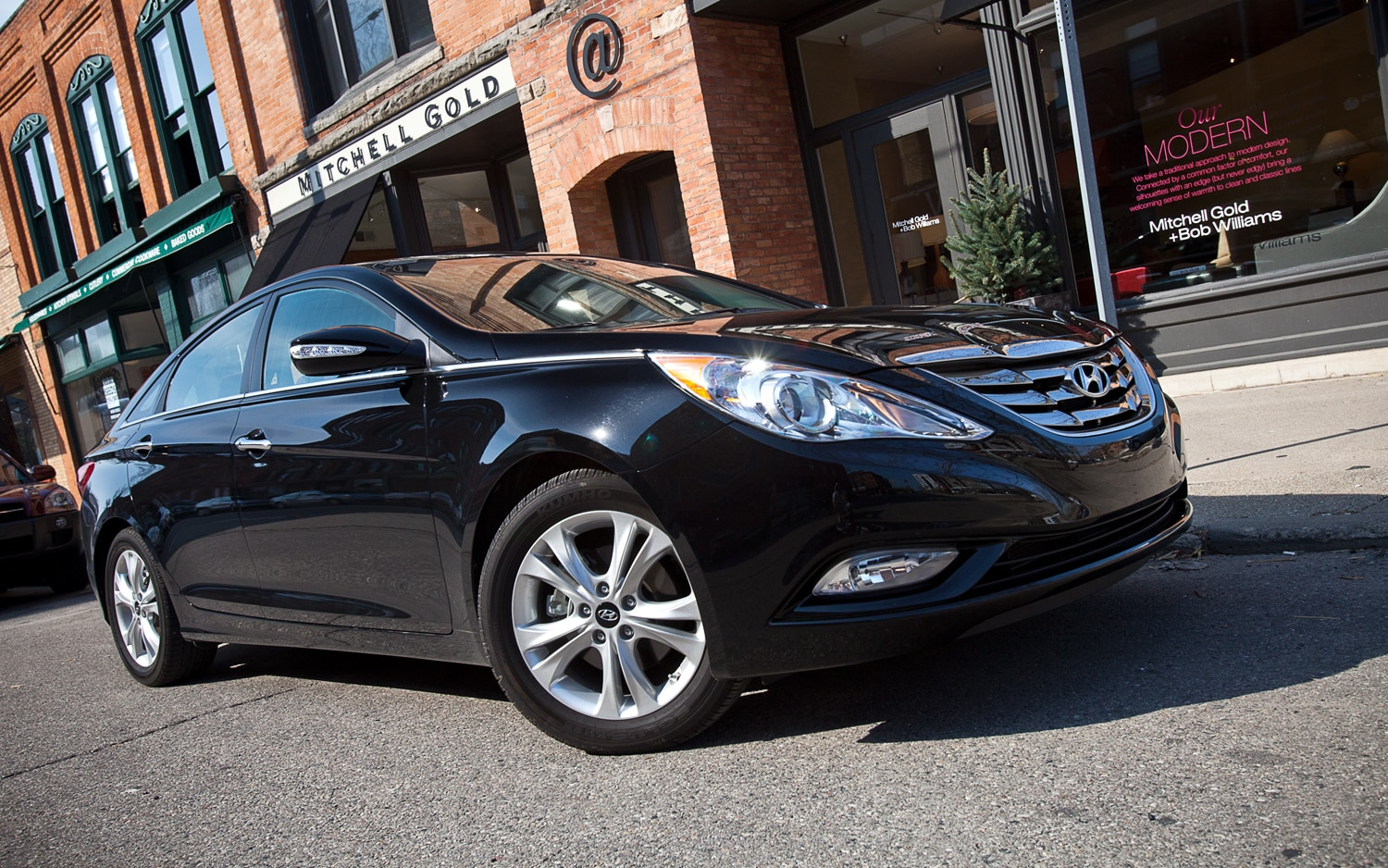 2012 Hyundai Sonata Limited Front Right Side View1
