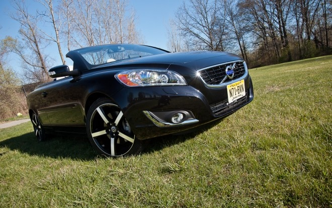 2012 Volvo C70 Inscription Front Right View1 660x413