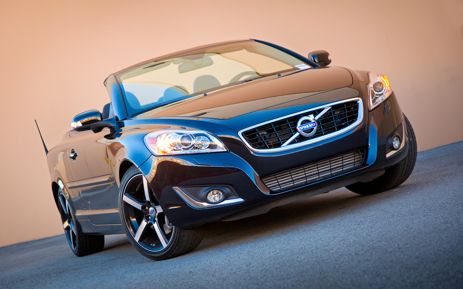 2012 Volvo C70 Polestar Package Front Right View1