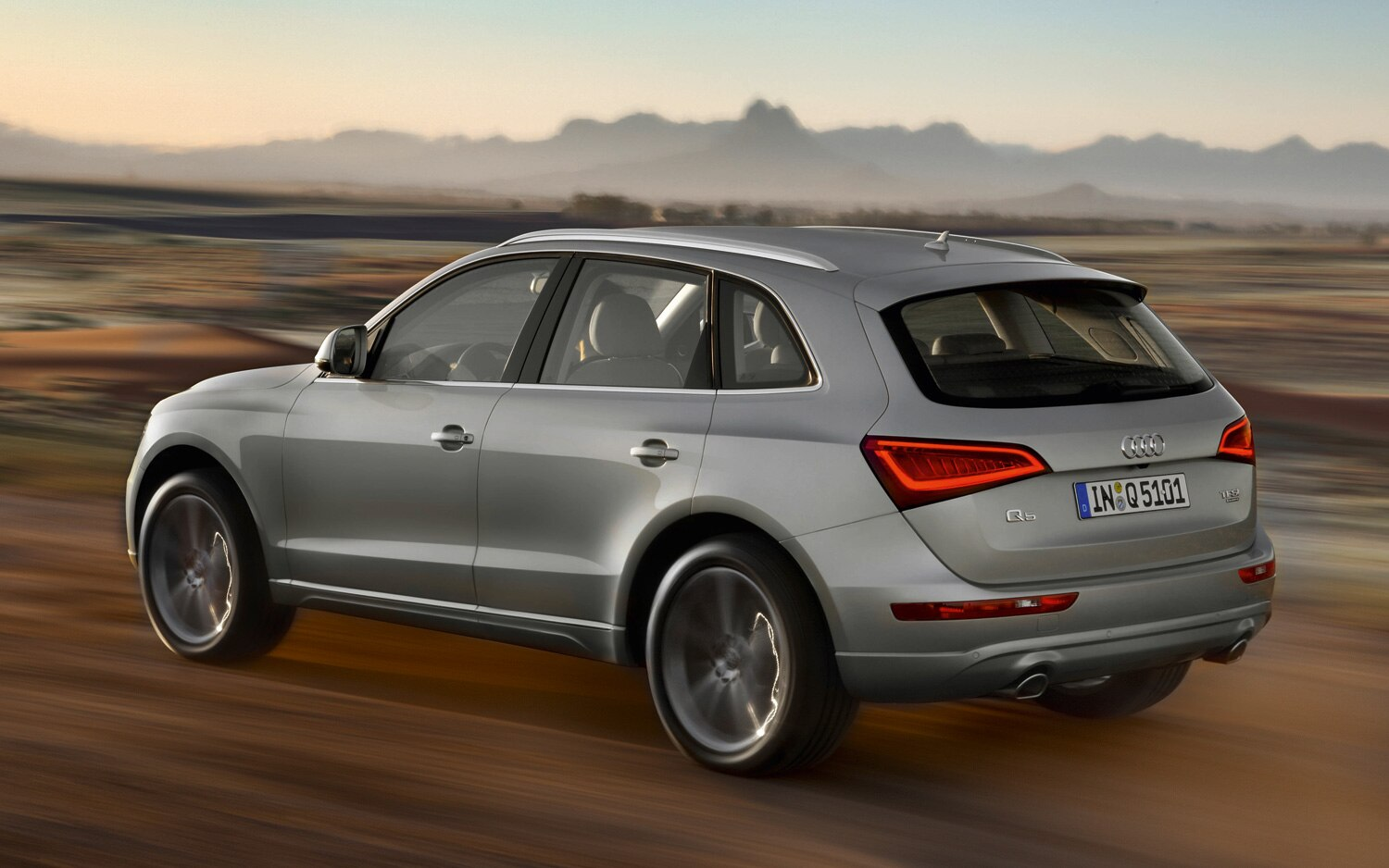 report audi may reveal hot version of q5 this weekend. Black Bedroom Furniture Sets. Home Design Ideas