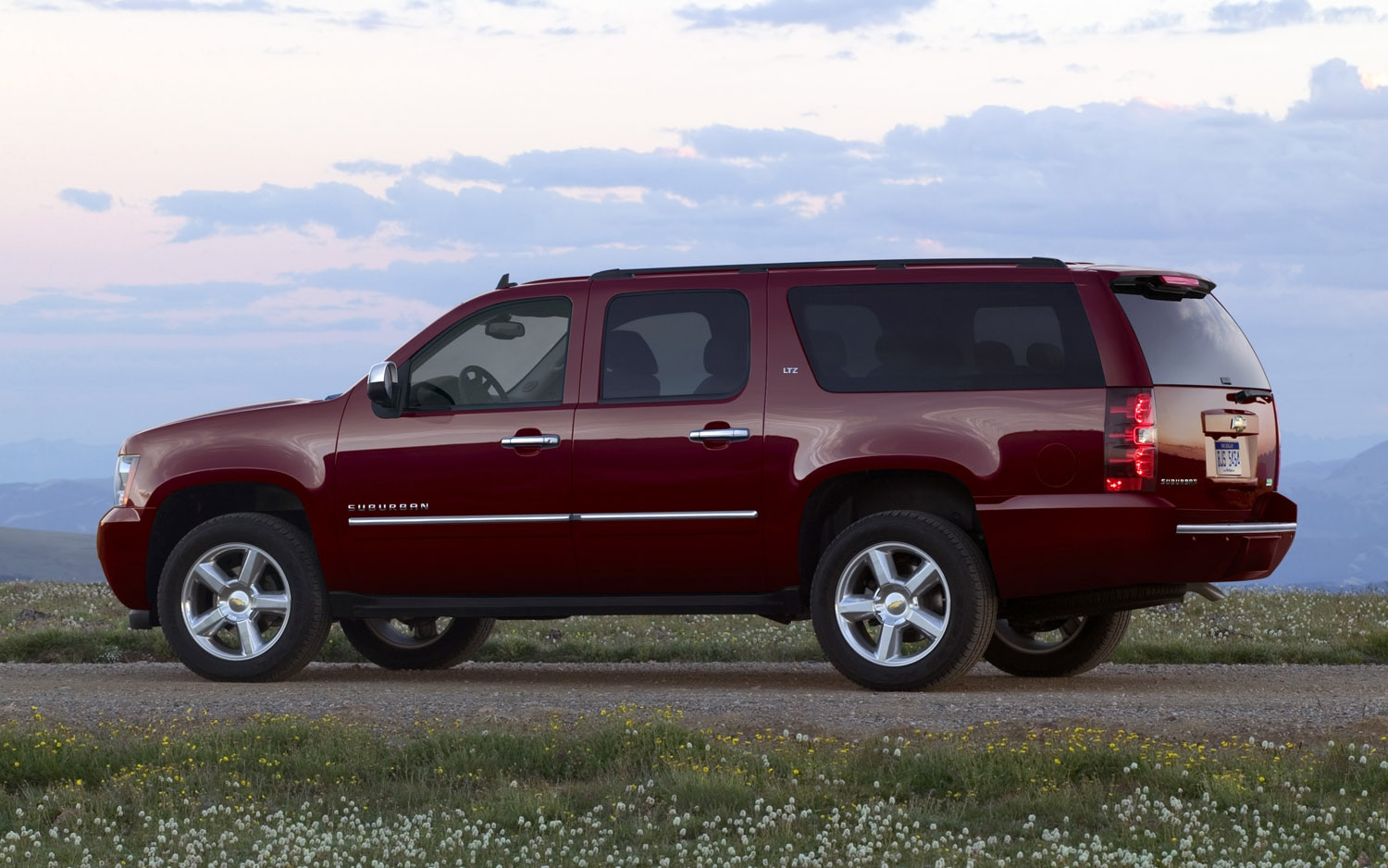 2013 Chevrolet Suburban LTZ Left Size View1
