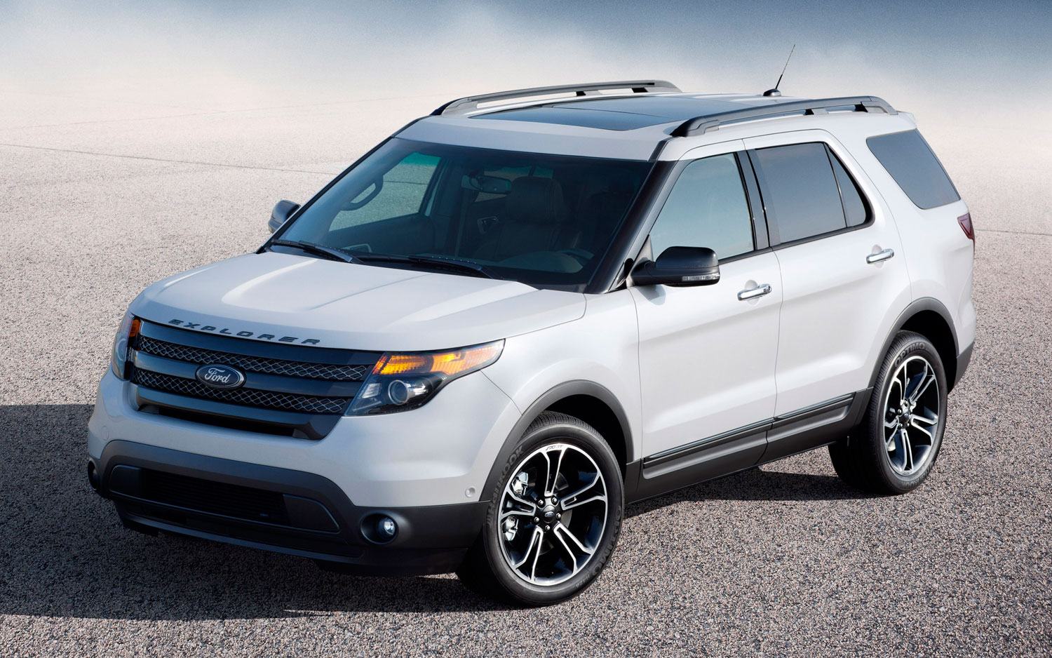 2013 Ford Explorer Sport Front Three Quarters View 21
