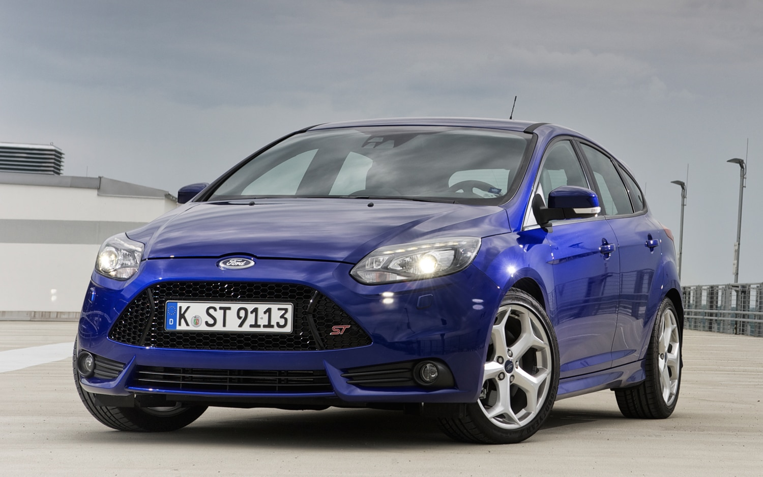 2013 Ford Focus ST Front Three Quarters1