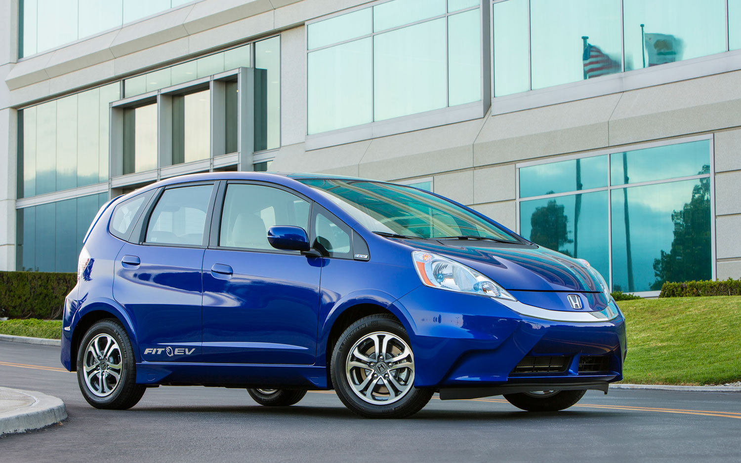 2013 Honda Fit EV Right Front Angle1