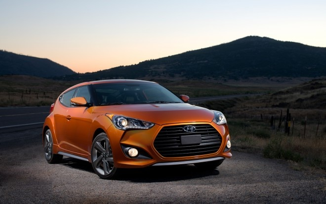 2013 Hyundai Veloster Turbo Front Right View1 660x413