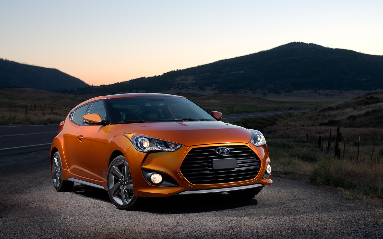 2013 Hyundai Veloster Turbo Front Right View1