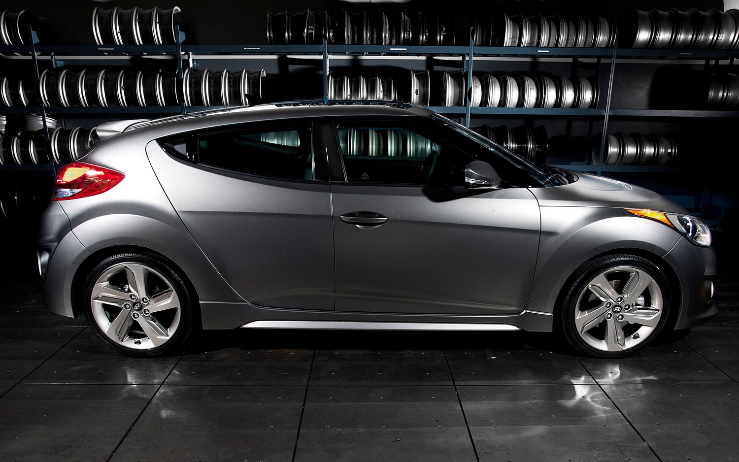 2013 Hyundai Veloster Turbo Right Side View1
