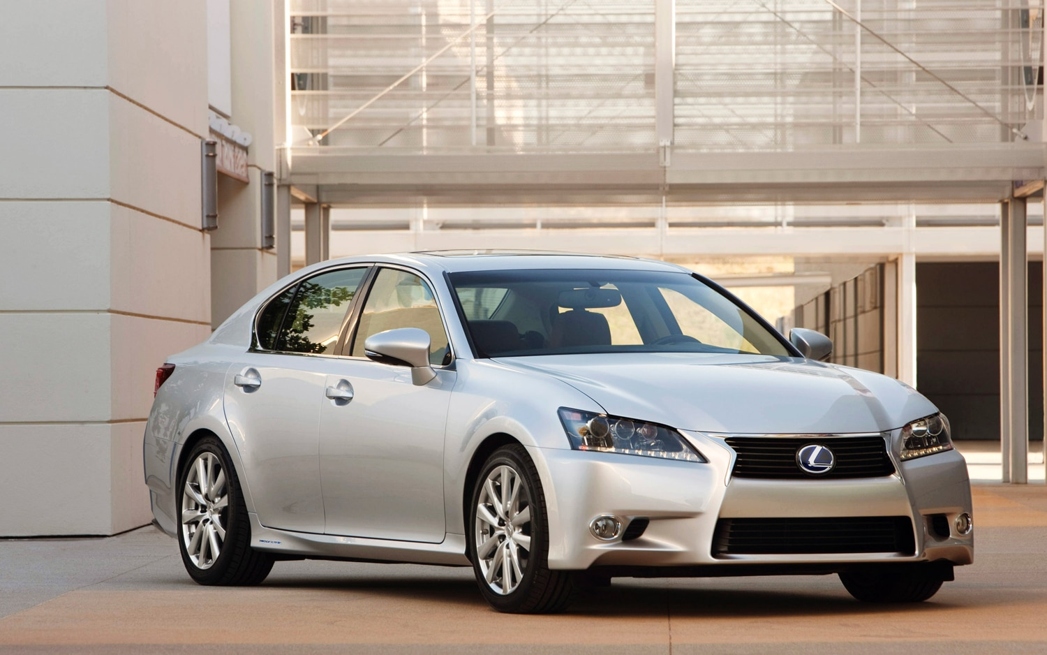 2013 Lexus GS 450h Front Three Quarter1