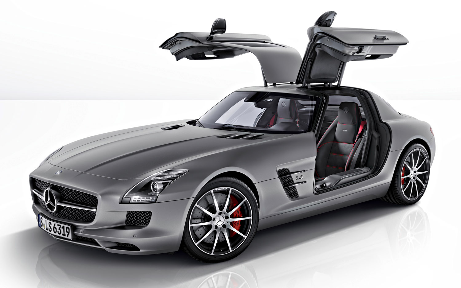 2013 Mercedes Benz SLS AMG GT Coupe Front Three Quarters View1