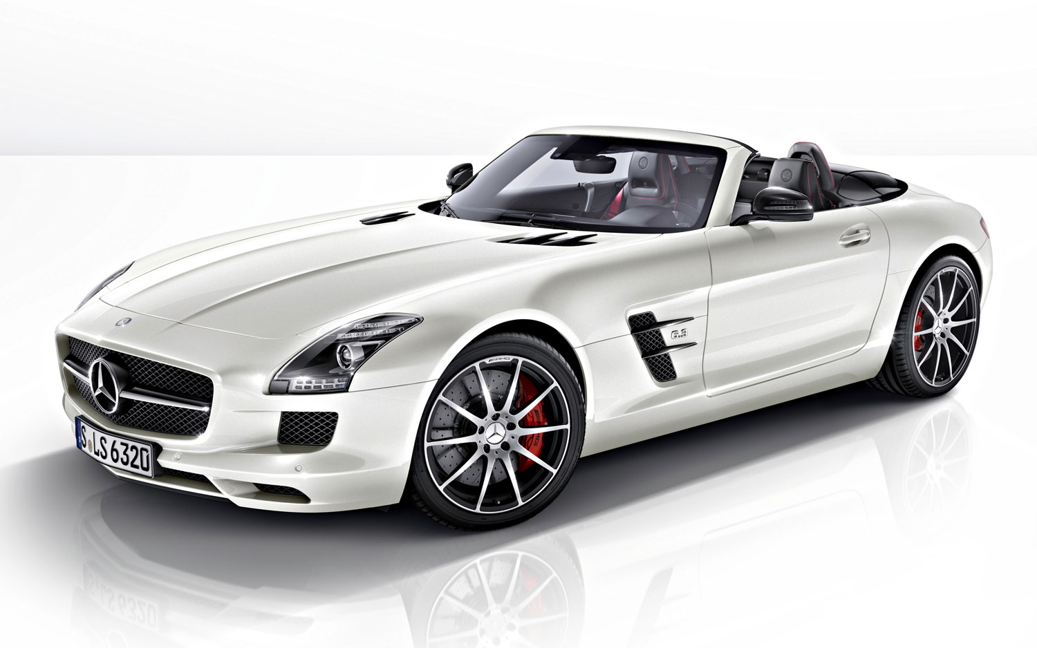 Alfa img showing gt sls amg gt roadster interior - Zach Gale