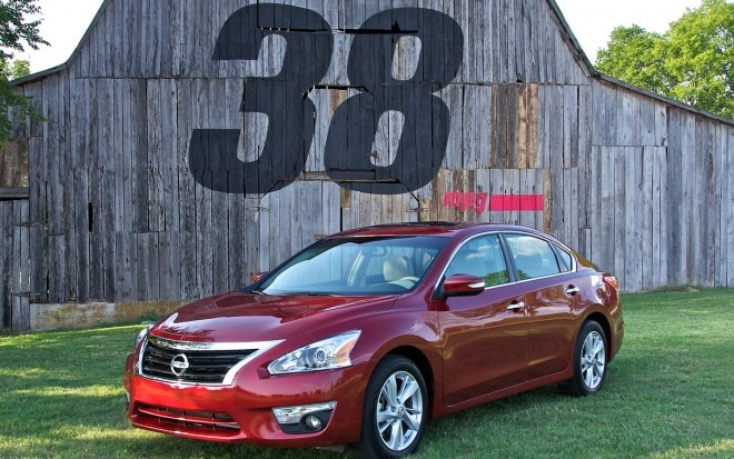 2013 Nissan Altima 38mpg Front Three Quarter211 660x413