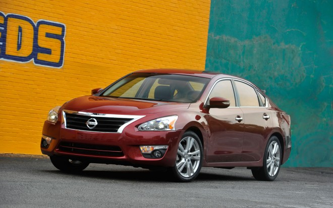2013 Nissan Altima Left Front 11 660x413