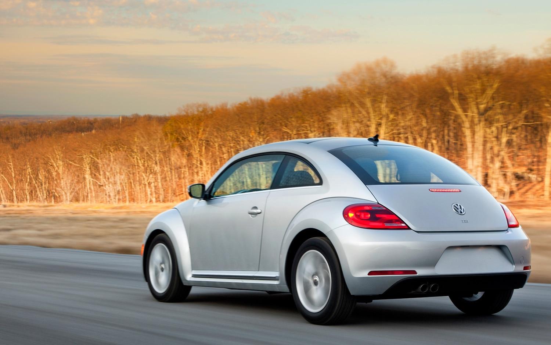 2013 Volkswagen Beetle TDI Rear Three Quarter1