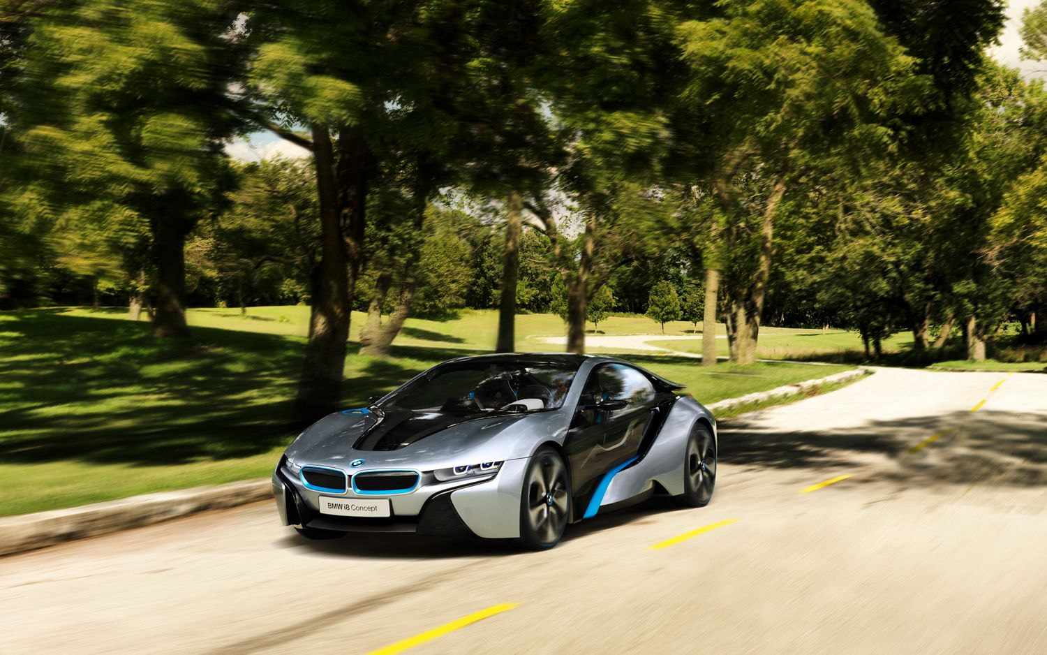 BMW I8 Front Left View1