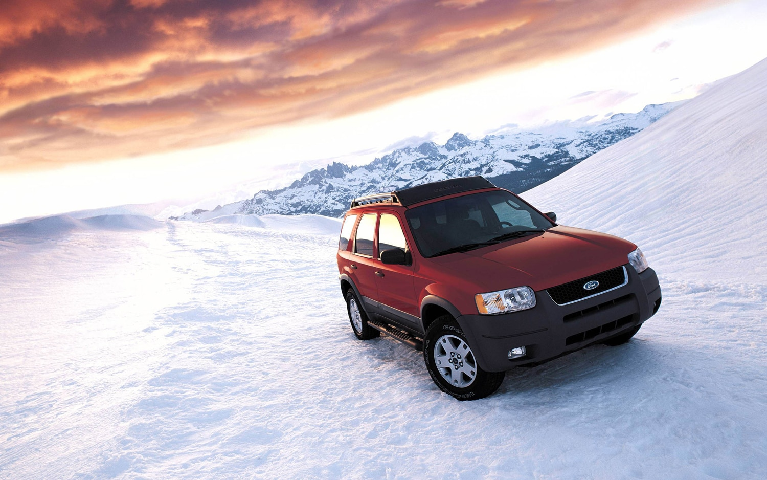 2004 Ford Escape Front Three Quarter1