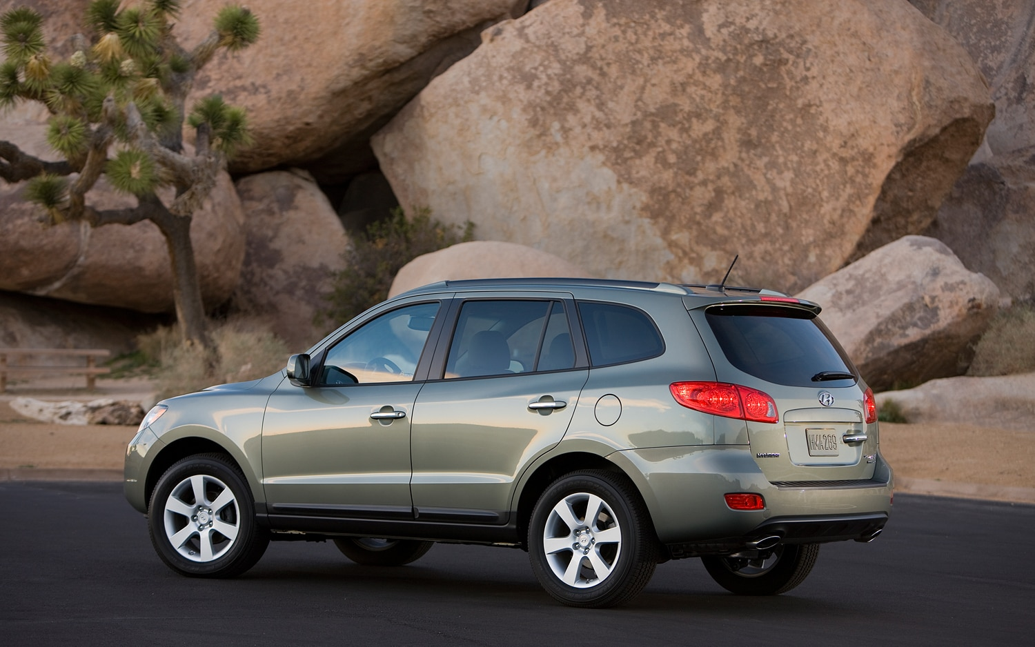 recall roundup 200 000 hyundai santa fes sonatas for passenger airbags. Black Bedroom Furniture Sets. Home Design Ideas