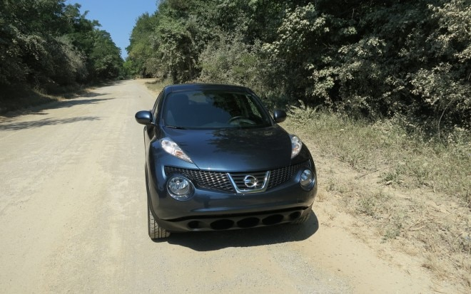 2011 Nissan Juke SV FWD MT Front View1 660x413