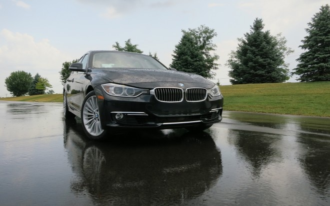 2012 BMW 328i Front Right View1 660x413