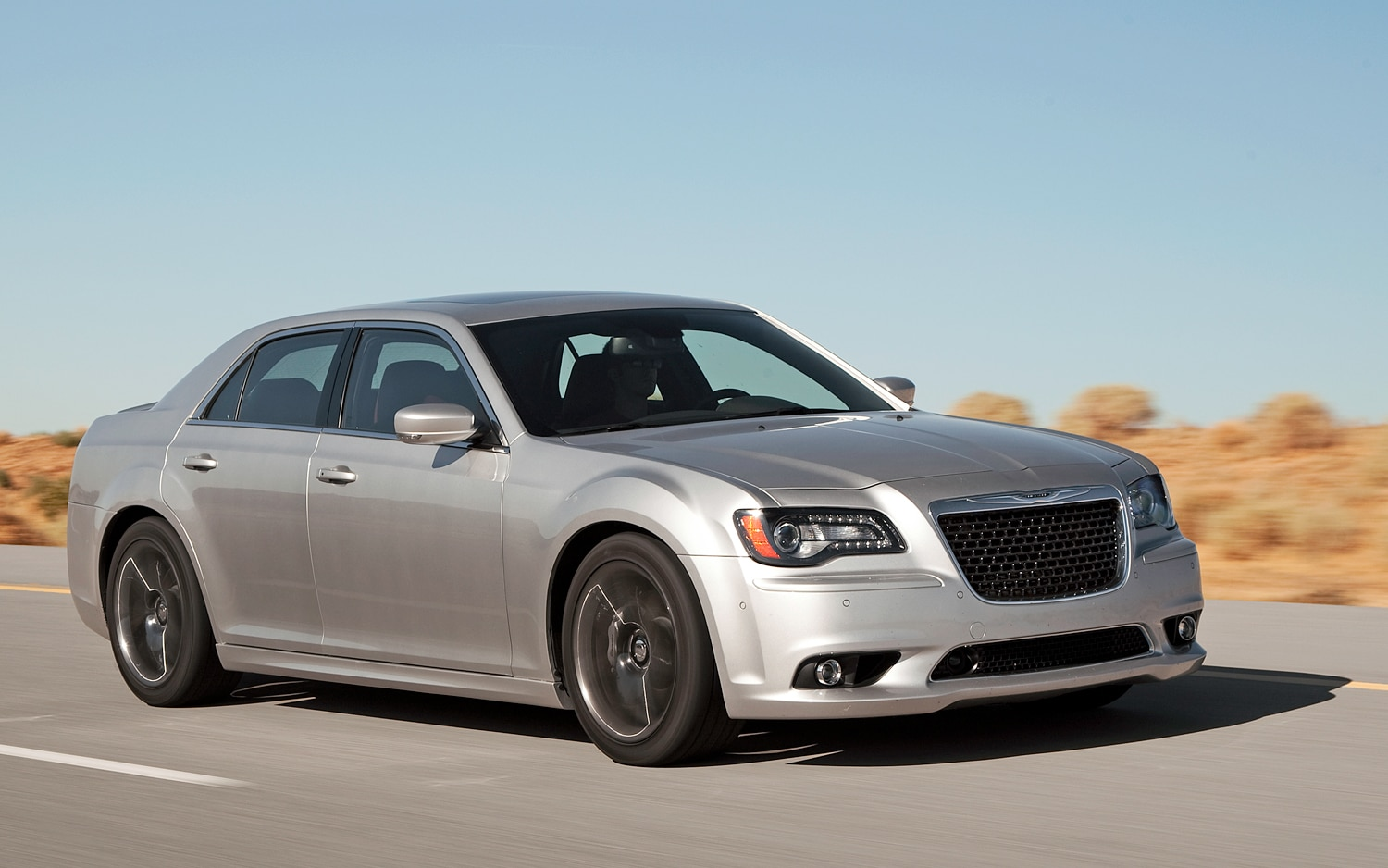 2012 Chrysler 300 Front View In Motion1