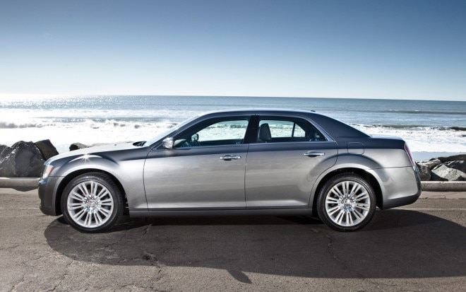2012 Chrysler 300 Profile1 660x413