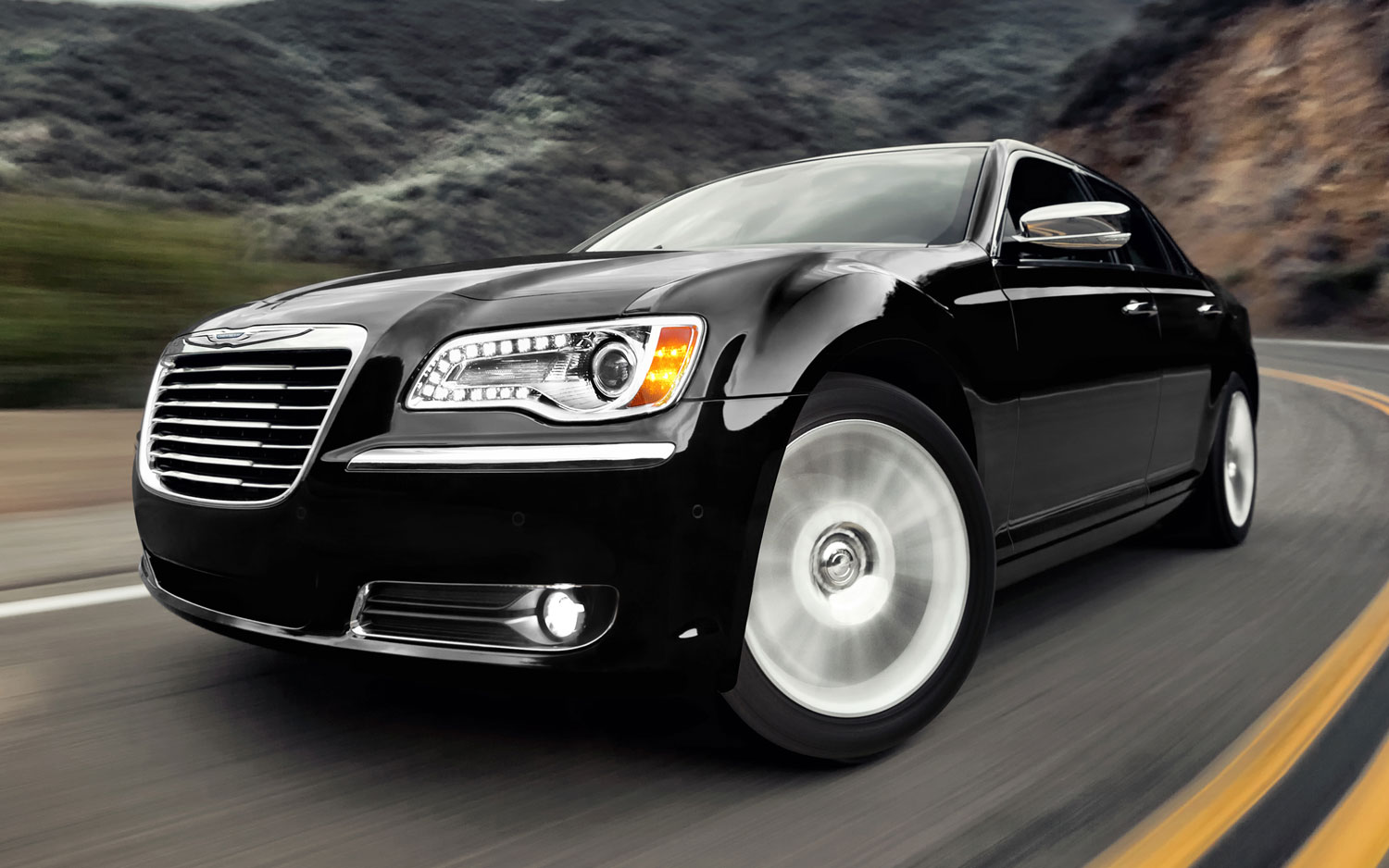 2012 Chrysler 300C Front View1