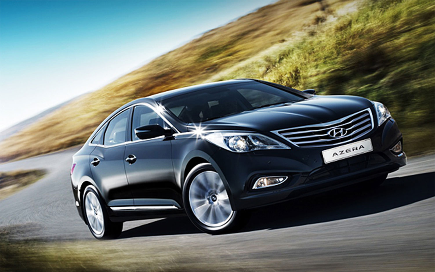 2012 Hyundai Azera Front Three Quarter1