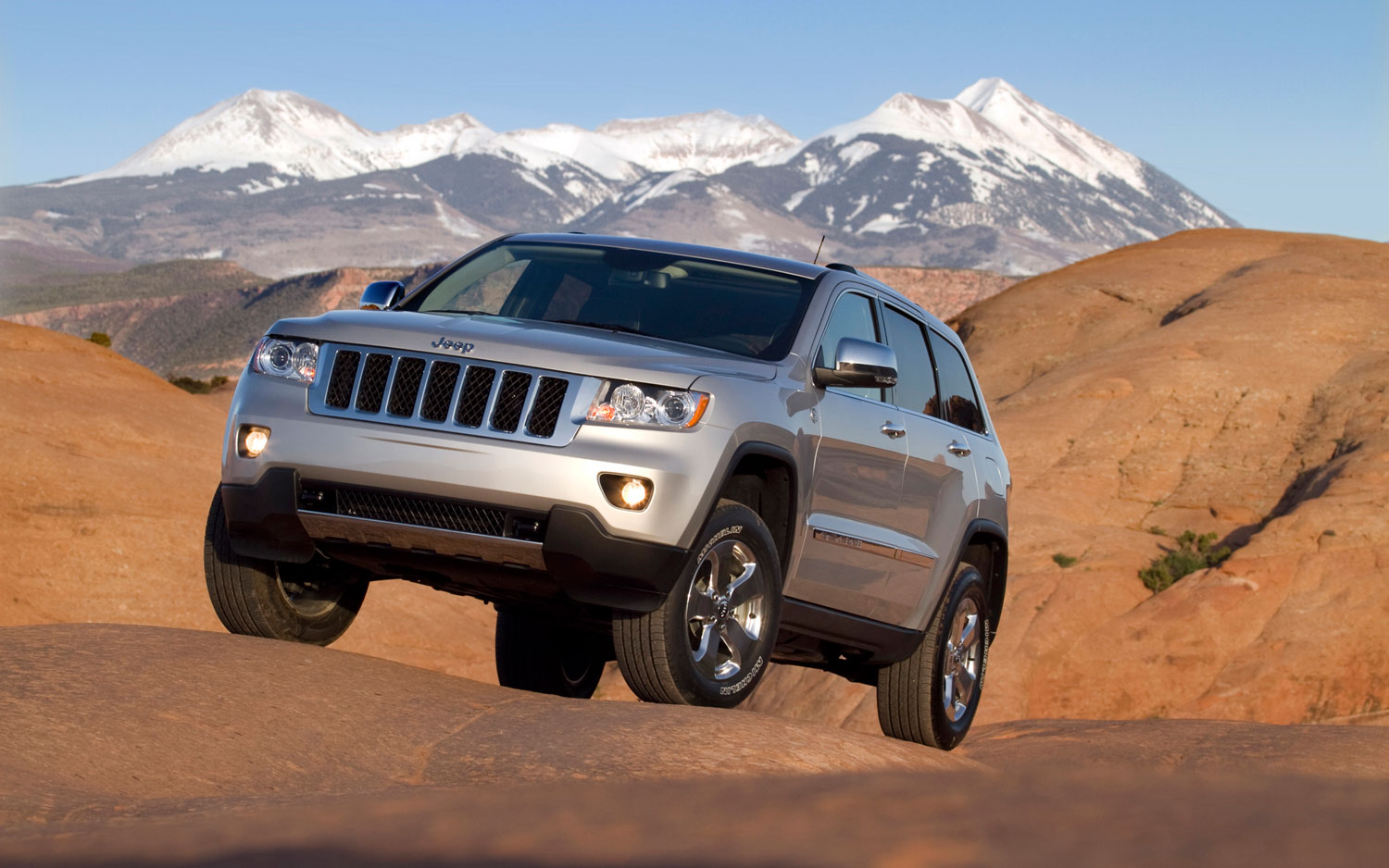 chrysler calls swedish rollover test of jeep grand. Black Bedroom Furniture Sets. Home Design Ideas