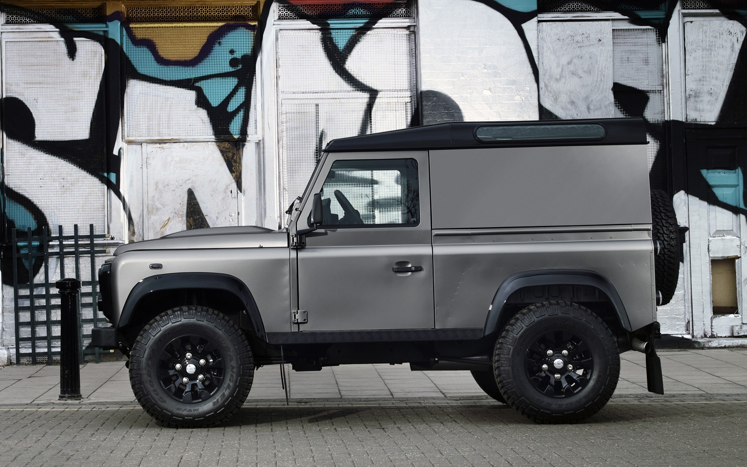 2012 Land Rover Defender Special Edition Profile1