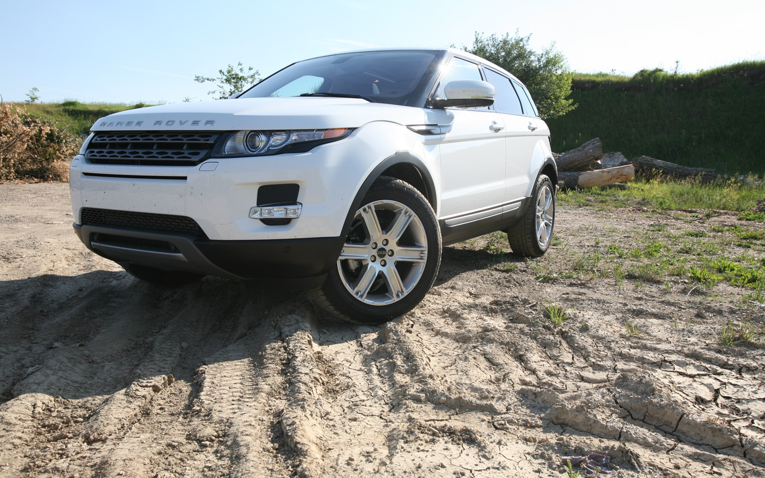 2012 Land Rover Range Rover Evoque Front Left View1