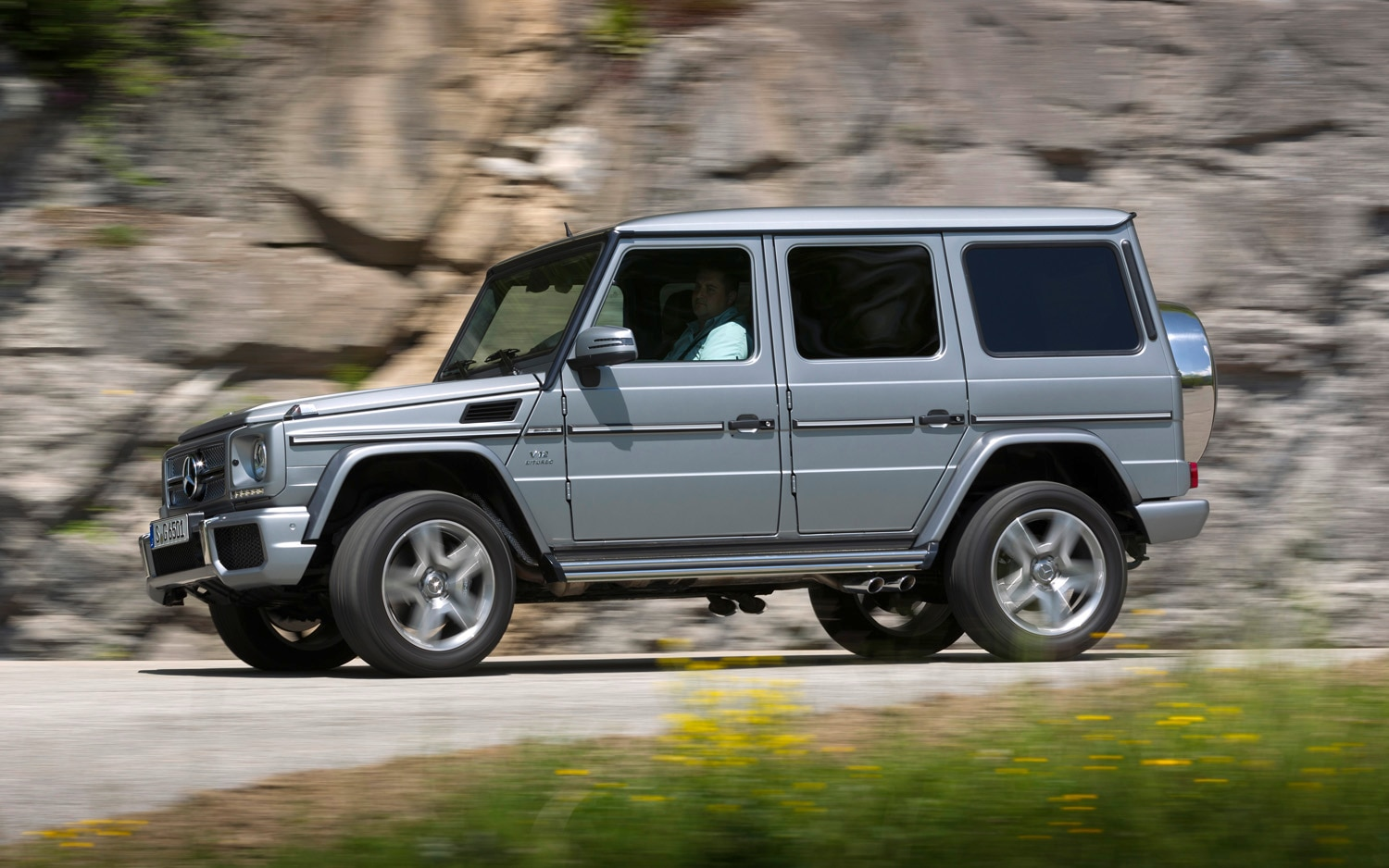 Feature flick the long boxy history of the mercedes benz for Mercedes benz boxy suv