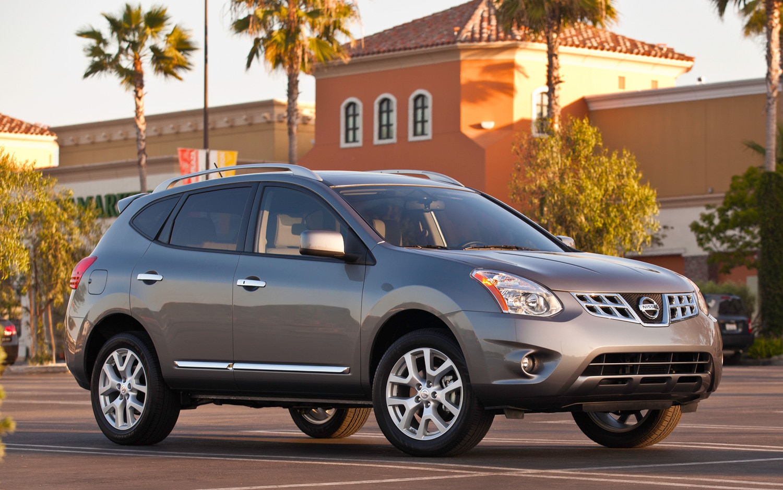 2012 Nissan Rogue Front Three Quarter11