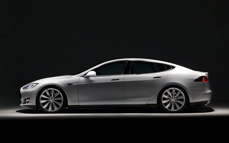 2012 Tesla Model S Left Side View1