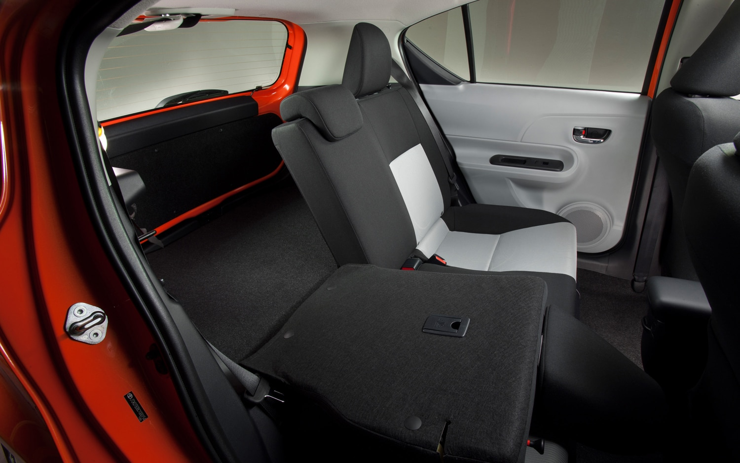 2012 toyota prius c three editors 39 notebook automobile magazine. Black Bedroom Furniture Sets. Home Design Ideas