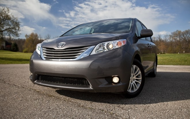 2012 Toyota Sienna XLE Front Left View 21 660x413