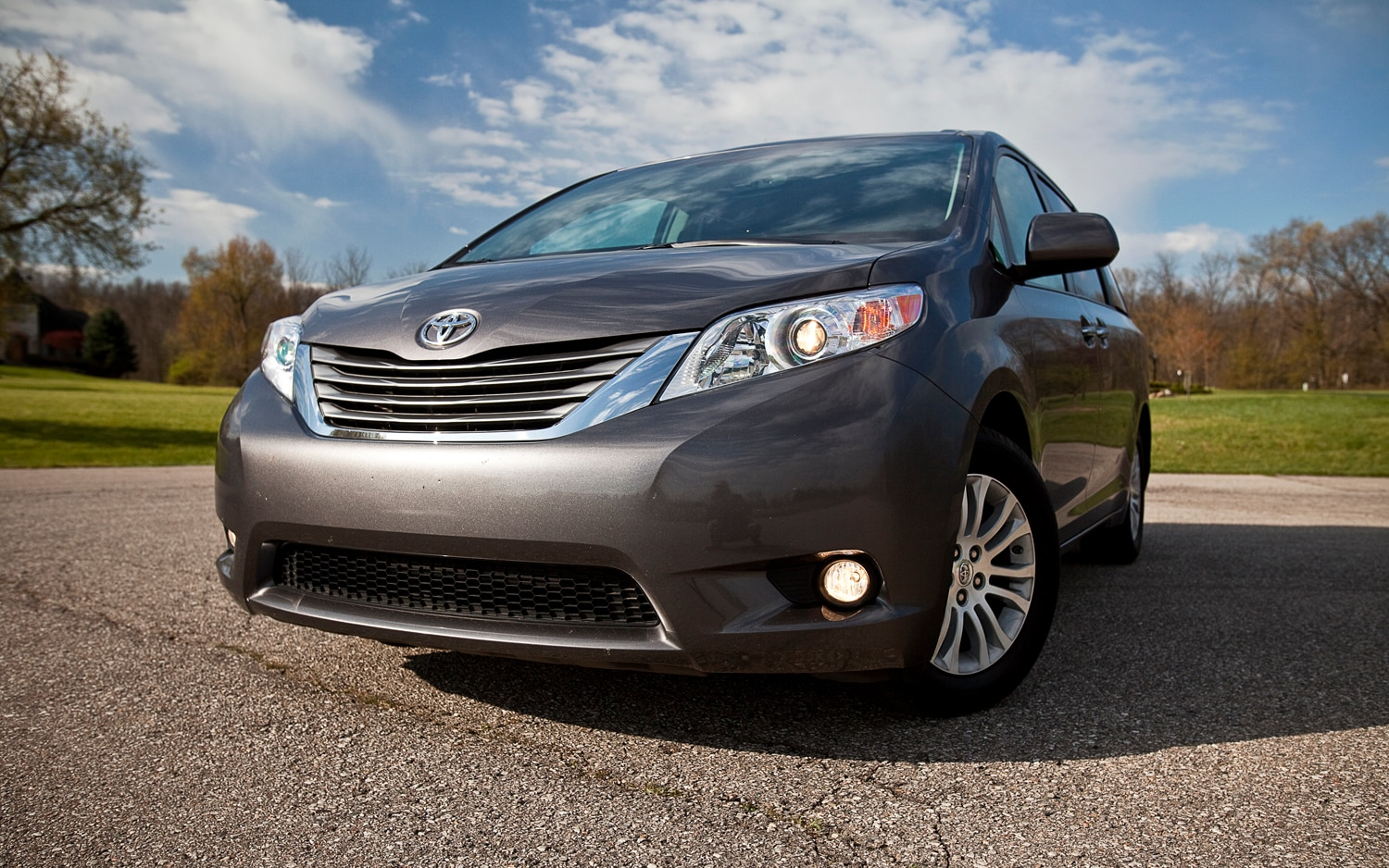 2012 Toyota Sienna XLE Front Left View 21