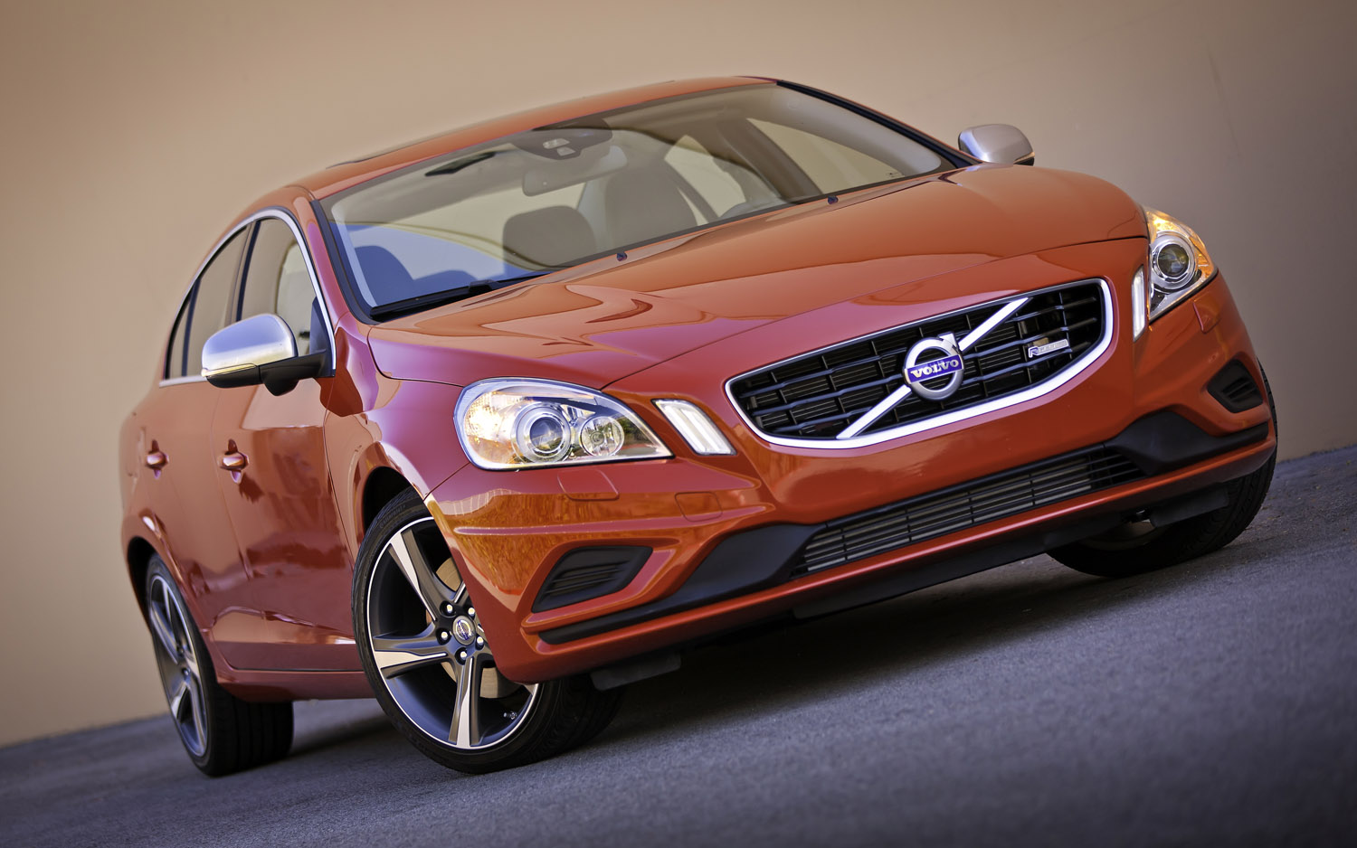 2012 Volvo S60 R Design Front Three Quarter1