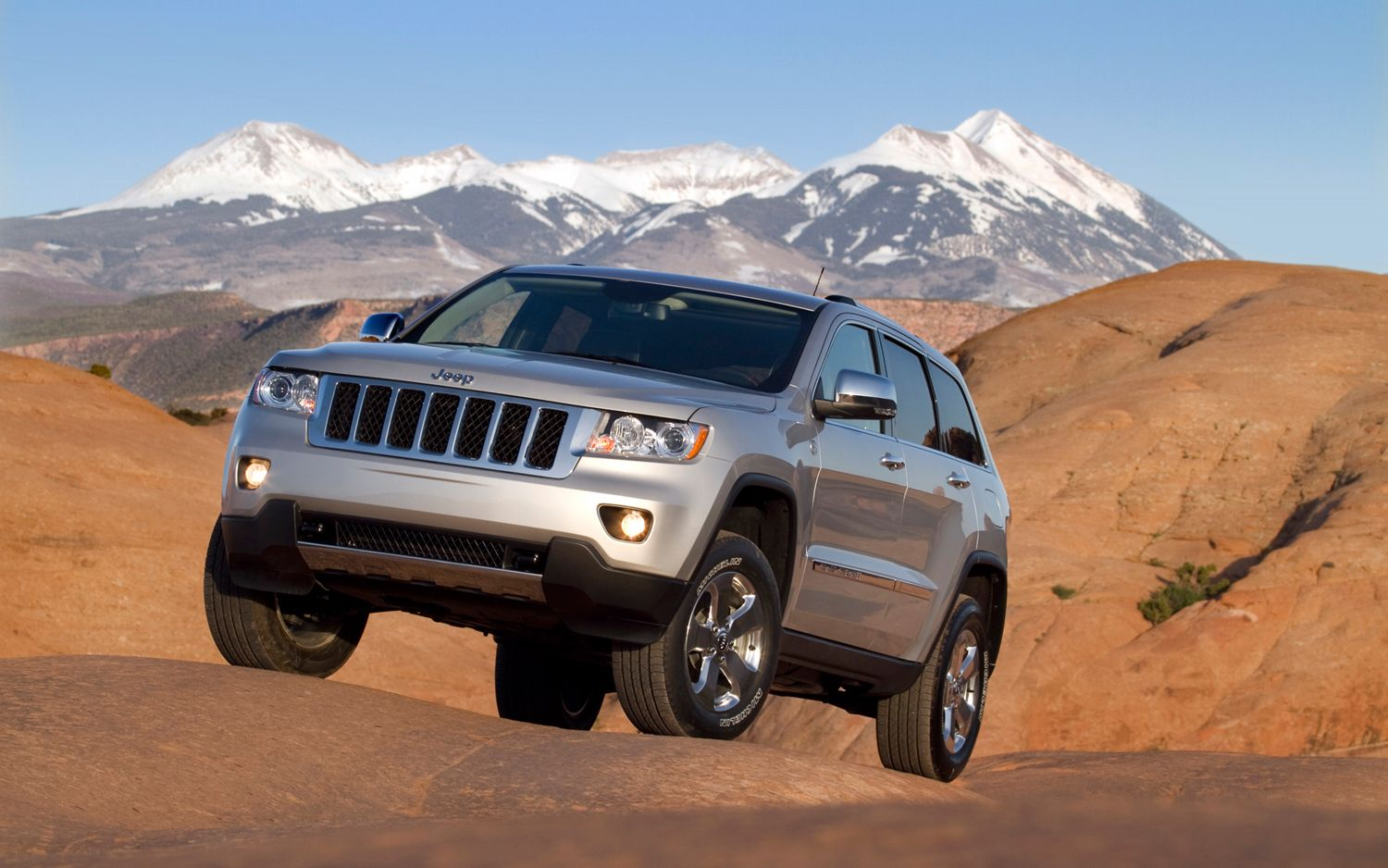 2012 Jeep Grand Cherokee Front Left View1