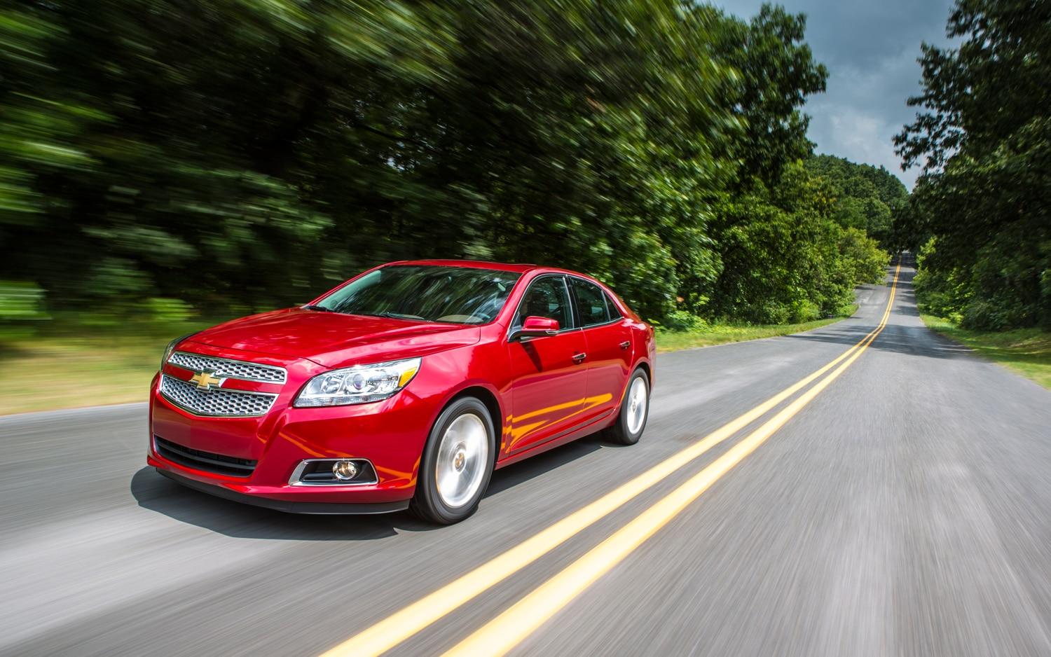 2013 Chevrolet Malibu Front Three Quarter In Motion 31