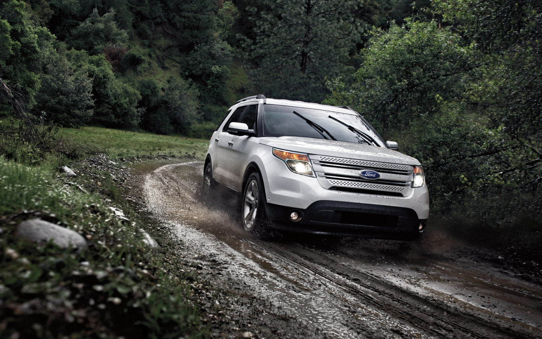 2013 Ford Explorer Front Three Quarter1