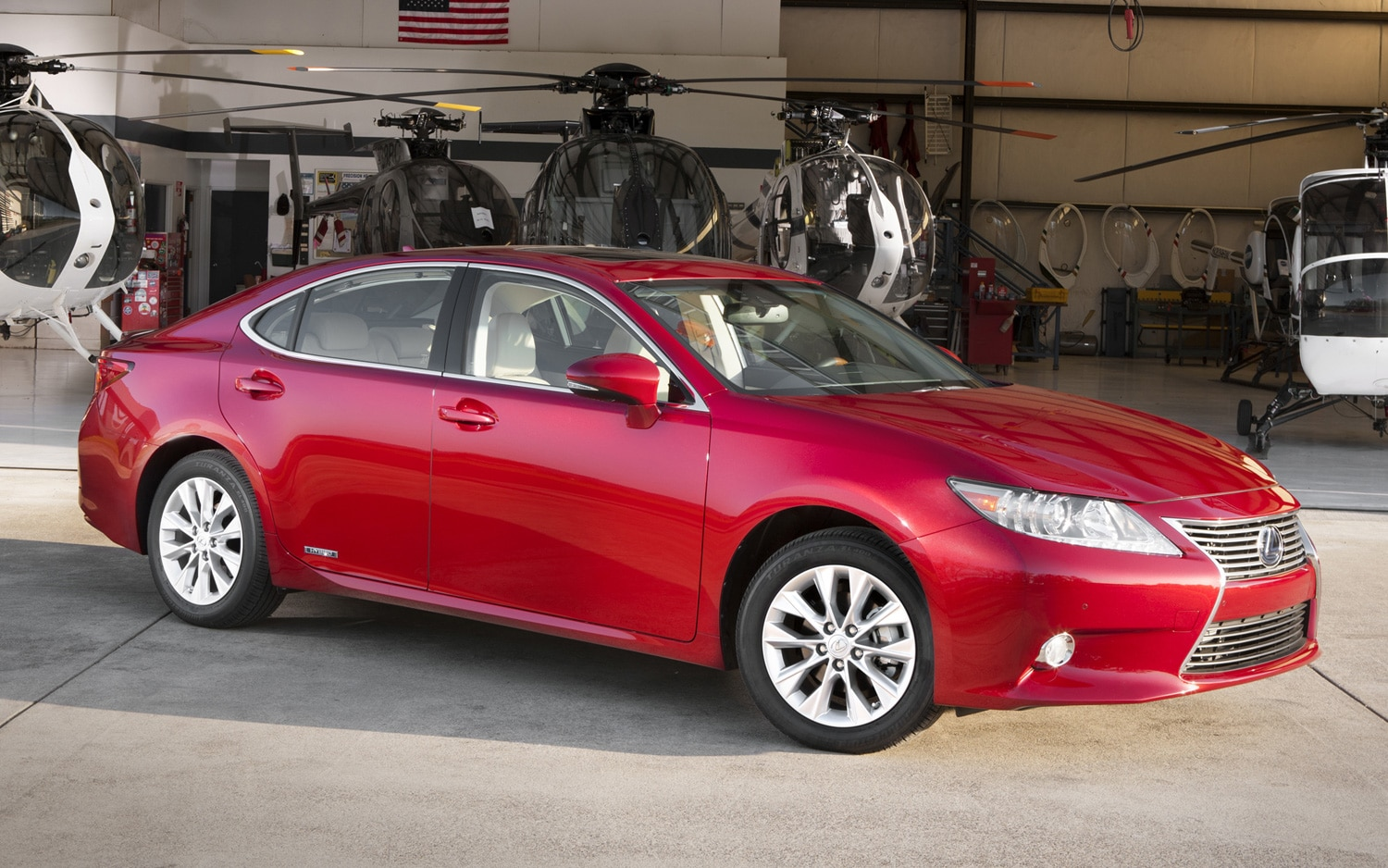 2013 Lexus ES300h Front Three Quarter1