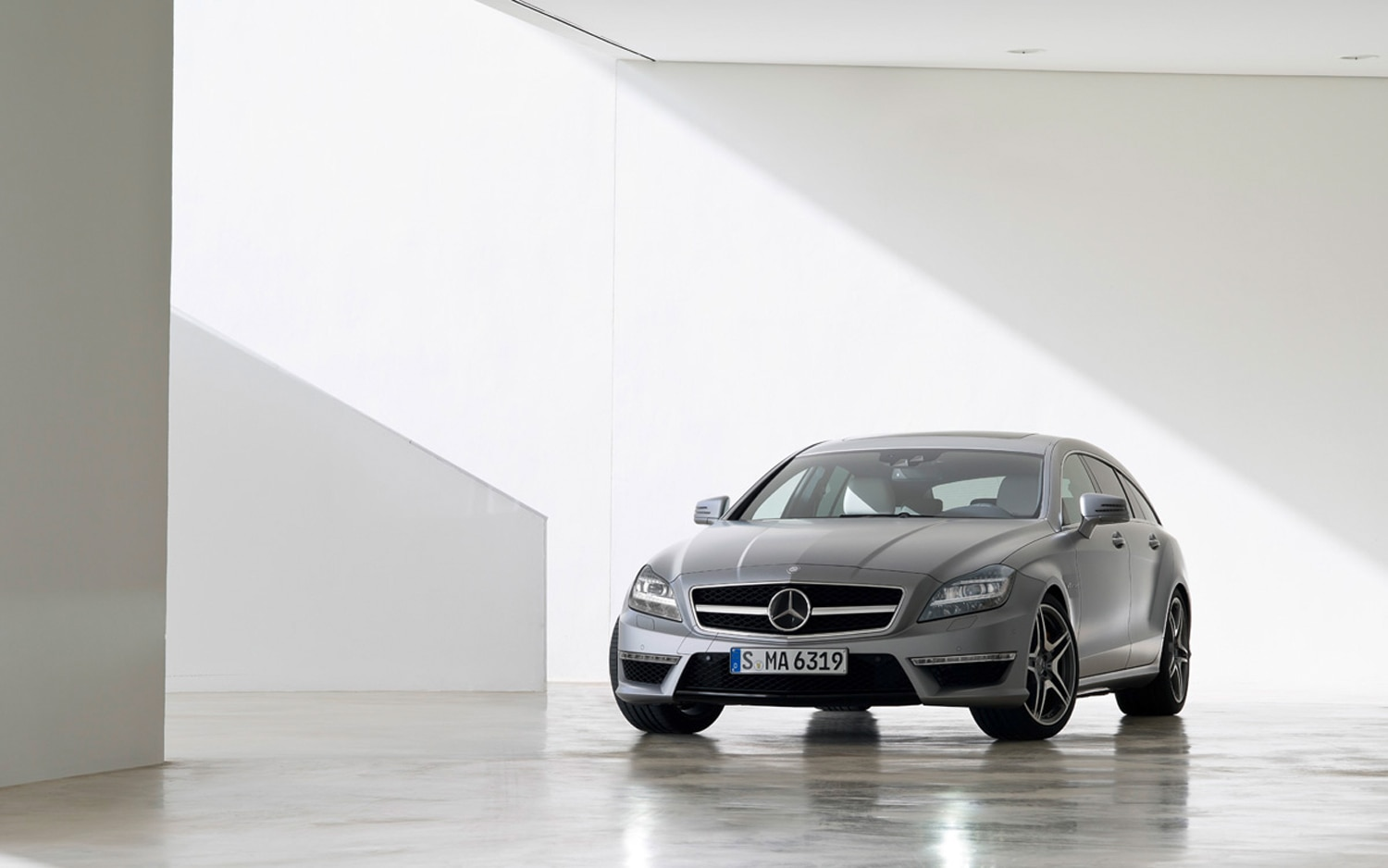 2013 Mercedes Benz CLS63 AMG Shooting Brake Front1