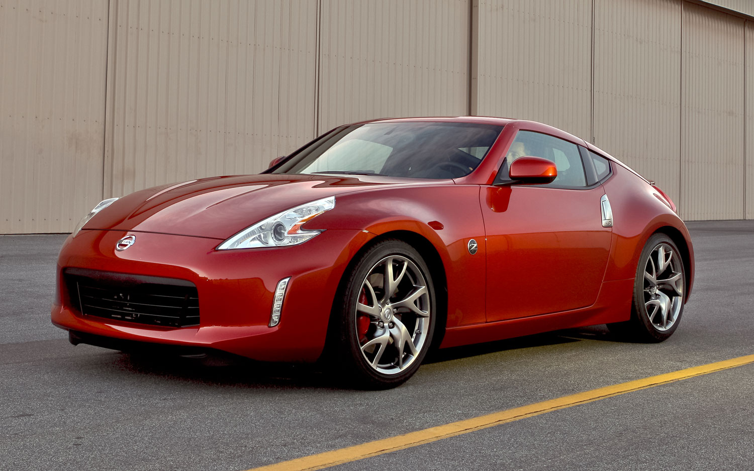 2013 Nissan 370 Z Sport Pack Front Three Quarters View1