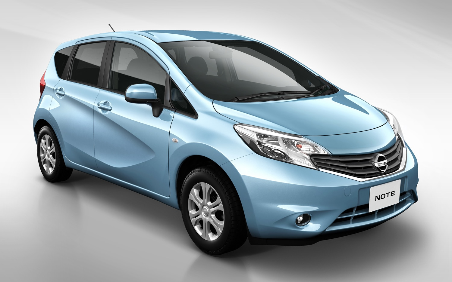 2013 Nissan Note Front Three Quarter1